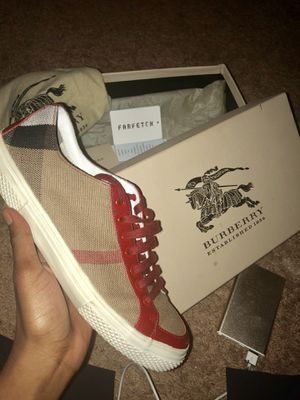 100$ WOMENS SIZE 8 BURBERRY SNEAKERS for Sale in Alexandria, VA