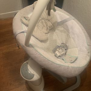 Graco EverWaySoother Baby Swing & Removable Rocker for Sale in East Point, GA