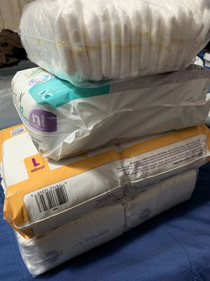 Newborn diapers/ size 1 for Sale in Saint Paul, MN