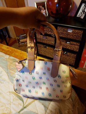 In great condition dooney and burke small cute purse for Sale in Buffalo, NY