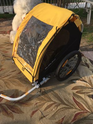 Burley Bee Bike Trailer in Yellow 2 kids . excellent condition for Sale in Colton, CA