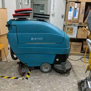 "Tennant 5400 26"" self propelled floor scrubber for Sale in Newberg, OR"