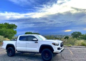 SUPER CLEAN 2017Toyota Tacoma Pickup for Sale in St. Louis, MO