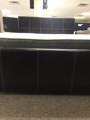 King size platform bed with mattress and free delivery for Sale in Irving, TX