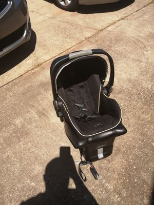 Car seat for baby or toddler for Sale in Montgomery, AL