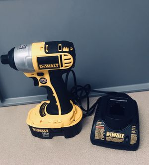 DEWALT DC825 Impact Driver for Sale in Miami, FL