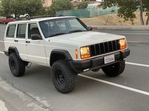 2000 JEEP CHEROKEE XJ 4x4 for Sale in Glendale, CA