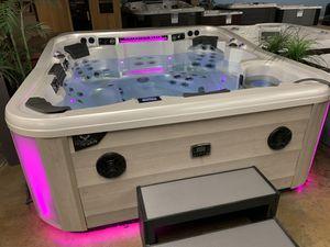 Hot Tub Artesian Elite!! for Sale in Anaheim, CA