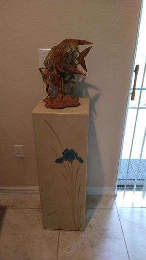Pedestal with fish artwork for Sale in TEMPLE TERR, FL