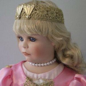 Beautiful Premier porcelain princess and the frog doll for Sale in Lake Havasu City, AZ