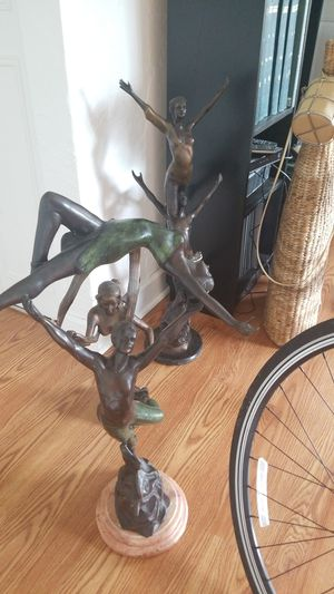 Gorgeous sculptures,1 is signed by autor for Sale in Tamarac, FL