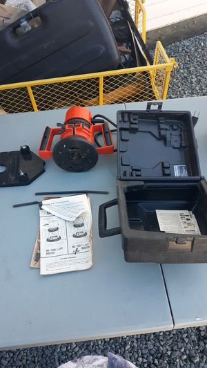 Black and decker router 3/4 hpwith router guide for Sale in Oakley, CA