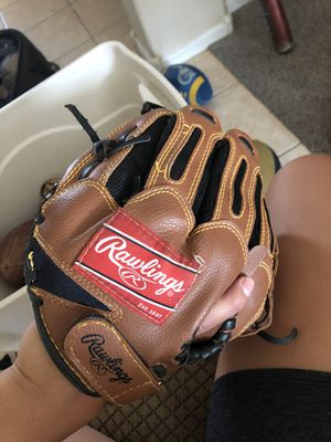 Rawlings 10in. Glove baseball/softball for Sale in Laveen Village, AZ