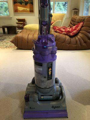 Dyson vacuum cleaner for Sale in Bainbridge Island, WA