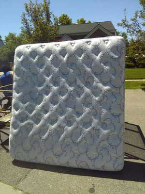 Pillow top king like new for Sale in Detroit, MI