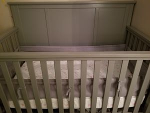 Delta Children Epic Gray convertible crib for Sale in Duluth, GA