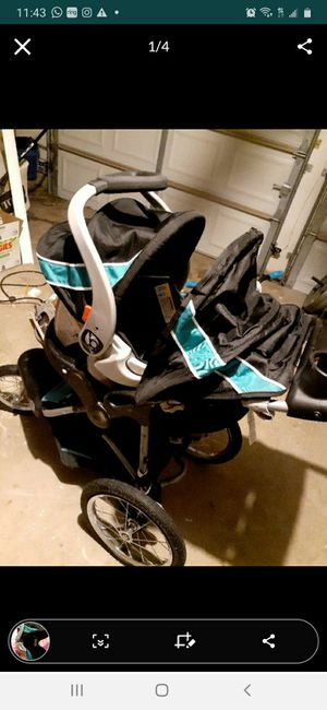 Baby Trend stroller + carseat with base for Sale in Arlington, TX