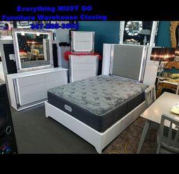 bedroom set. Must Go for Sale in Queens,  NY