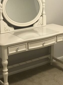 White Vanity Table for Sale in Maple Valley,  WA