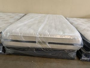 New queen Simmons beautyrest cool gel plush mattress and box spring for Sale in Altamonte Springs, FL
