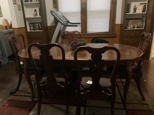 6 chair dinning room table. DIY project maybe? for Sale in Cleveland, OH
