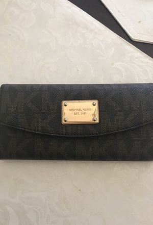 Authentic Michael Kors wallet for Sale in Houston, TX