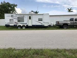 30 Foot, 8 sleep Travel Trailer for Sale in Cape Coral, FL