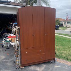 Free Dresser 8212 Cannaberry Buena Park for Sale in Anaheim,  CA