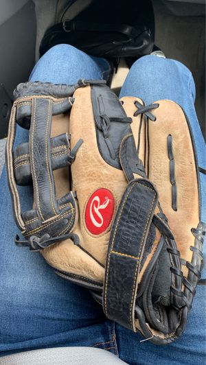 Baseball glove for Sale in East Haven, CT