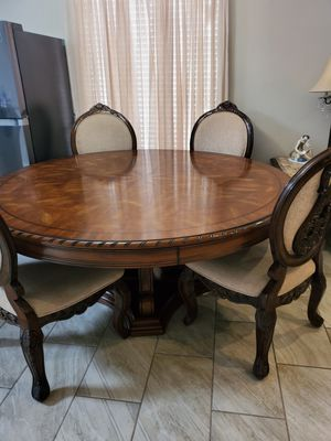 Dinning table for Sale in El Paso, TX