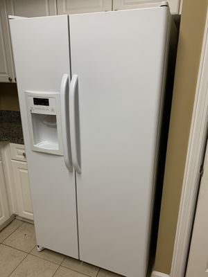 Gently used white GE kitchen appliance set! for Sale in Bellevue, TN