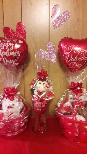 Valentine Arrangements. Glass $8 and baskets $15 for Sale in Laredo, TX