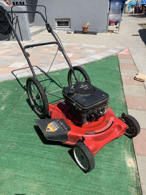 Lawn mower hasn't started in 3-4 years needs a tuneup for Sale in Los Angeles, CA
