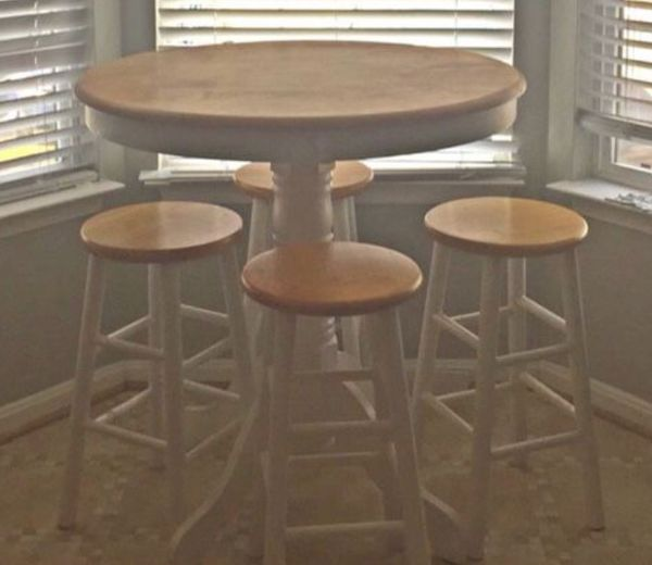 Adorable Small Pub Style Kitchen Table w 2 Stools