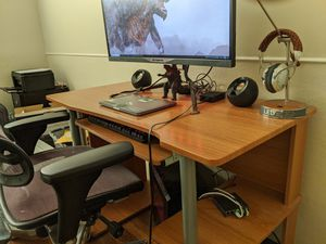 Computer desk with keyboard tray for Sale in Alameda, CA