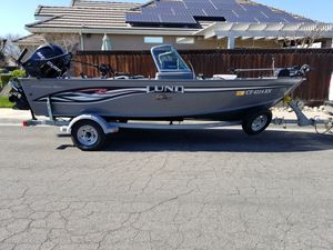 LUND FISHING BOAT for Sale in Fresno, CA