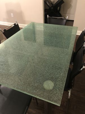 MODERN GLASS TABLE comes with the 6 chairs for Sale in Richmond, TX