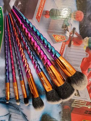 7pcs spiral handle makeup brush set for Sale in Los Angeles, CA