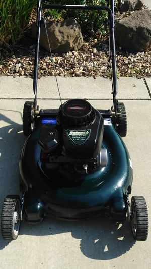 BRIGGS AND STRATTON LAWNMOWER for Sale in Vacaville, CA