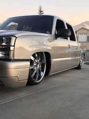 2005 Chevy Crew Cab Silverado Bagged Show Truck Cat Eye for Sale in Beaumont, CA