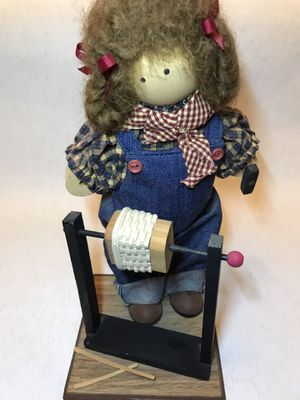 LONGABERGER LIZZIE HIGH DOLL NAMED JENNY THE DOLL WEAVING THE WEAVER for Sale in Baltimore, MD