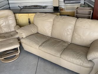Leather Couch for Sale in Tampa,  FL