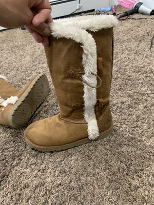 Girls boots great shape size 5 for Sale in Tinicum Township, PA