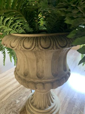 Beautiful outdoor or indoor planter with beautiful vintage looking vase for Sale in Dublin, OH