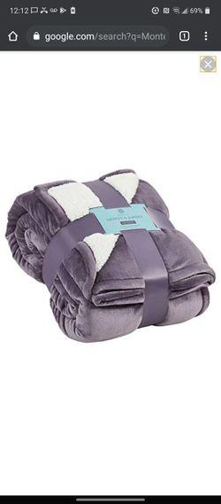 Monte and jardin sherpa blanket costco for Sale in Hemet,  CA