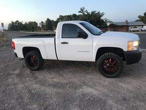 "2009 chevy silverado short bed with 20"" rims and new tires!! for Sale in Goodyear, AZ"