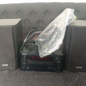 Onkyo CR-445 stereo w/ 2 D-035 speakers + remote for Sale in Phoenix, AZ