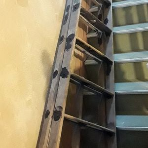 8 Foot Extremely Heavy duty Wooden Ladder for Sale in Brooklyn, NY