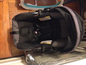 Graco Infant Car Seat, with Base (Like New) for Sale in Philadelphia, PA