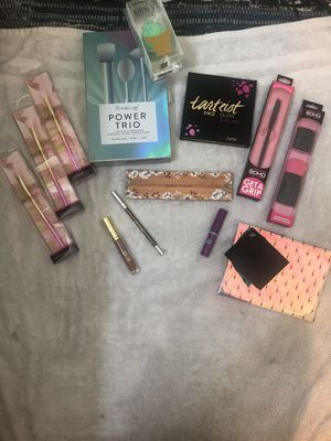 Tarte , butter London , urban decay makeup brushes for Sale in Los Angeles, CA